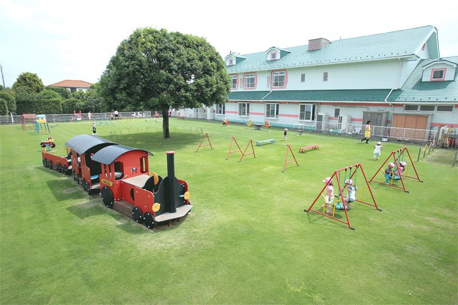 天然芝の園庭