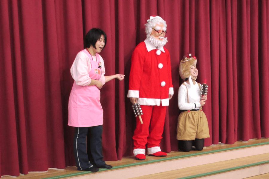 サンタクロースとトナカイが登場