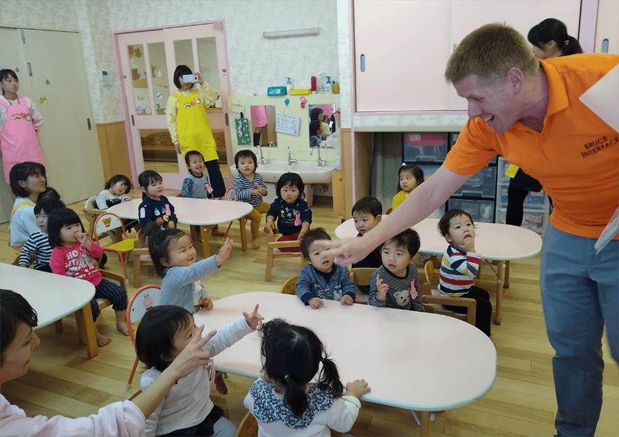 教室で楽しく英語遊び