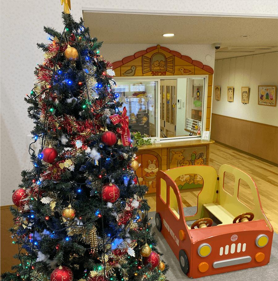 クリスマスの飾り付けをした玄関